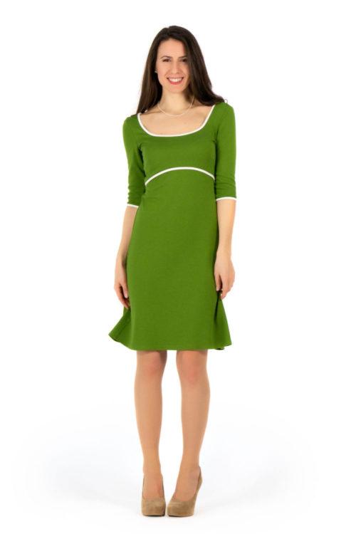 lindgrünes Kleid mit weißer Paspel