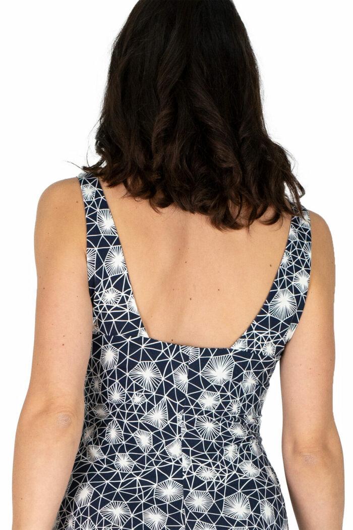 schwingendes Sommerkleid Sylvie in dunkelblau mit grafischem Linienmuster